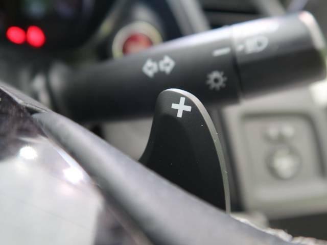 パドルシフト ステアリングの「+」と「-」のパドル(レバー)を指先で操作することで、マニュアル車感覚のシフトチェンジが楽しめます。