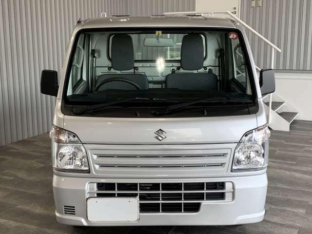 エアコン・パワステ・AM/FMラジオ・4WD・デフロック・Wエアバッグ・ABS・ヘッドライトレベライザー付です。