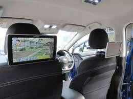 カロッツェリアリアヘッドレストモニター♪運転席側&助手席側に装着されており、目線の高さで設定されているので見やすくなっております♪