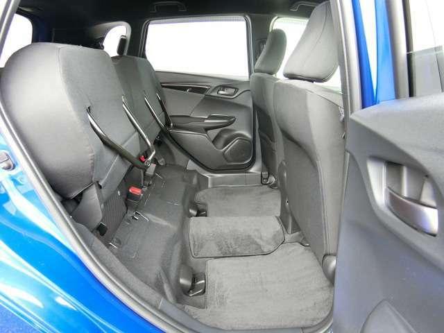 後席の座面をはね上げることで、高さ128センチの荷室空間に