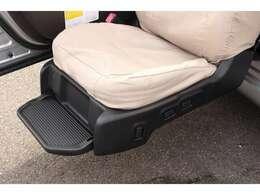 車いすと同じくらいの高さまで助手席シートが昇降する便利な1台です◎