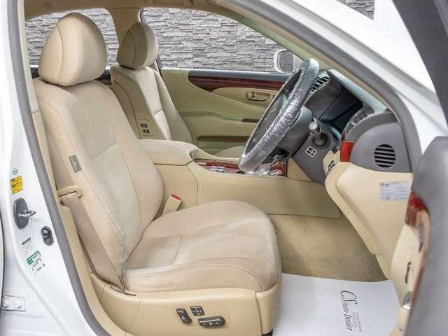 運転席助手席にはパワーシート!