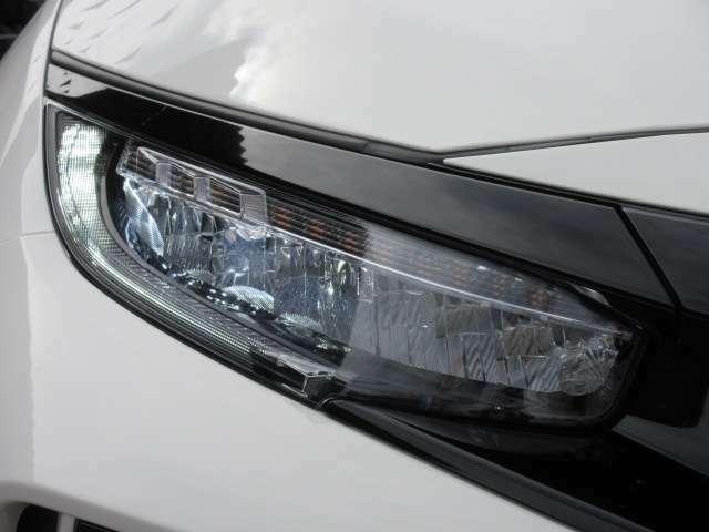 FKモデルより採用されたLEDヘッドライトユニット♪ すべての灯火類がLED化され、とてもスタイリッシュで先進的なデザインになります♪