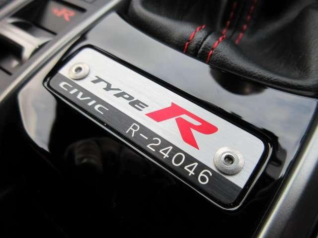 タイプR専用シリアルナンバープレート付き♪ 「R-24046」番になります♪ タイプRのみ装着されており特別感を感じられるパーツの一つですね♪