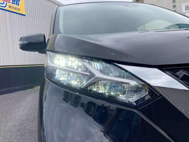 LEDヘッドライト付き!視認性の高い白色光なので路面や側道の障害物を見やすくし、広く明るい視野で夜間運転を安全サポート♪フォグランプ付☆