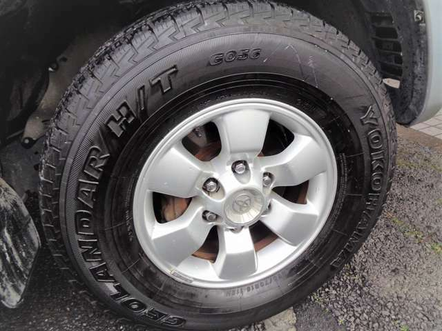 純正アルミも綺麗!タイヤも充分にあります^^