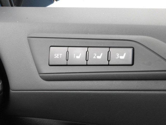 運転席をボタン1つでお好み位置に設定できます♪