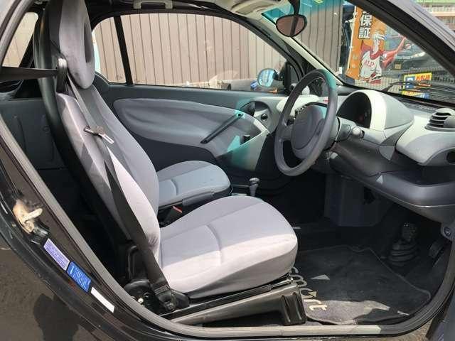 【当店のこだわり】入庫後のお車は選任スタッフによる細部清掃を実施しております。足回り、エンジンルーム、室内、室外を隅々まで綺麗にしております。展示車はピカピカです。全国配送も可能ですのでご相談下さい