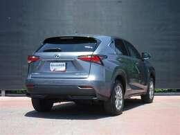 都会を機敏に駆け抜ける高い走行性能と、力強さを兼ね備えたコンパクトクロスオ-バ-SUV「NX300h」が入りました。
