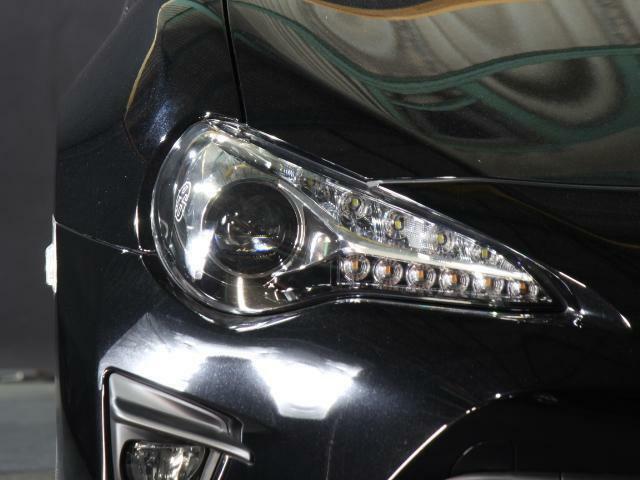 LEDヘッドライトも非常に綺麗で使用感は有りません!