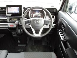 大きなフロントガラスで視界良好です!着座位置も高いので運転しやすいと感じます!