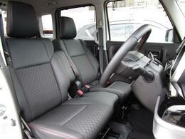 どなたでもベストなドライビングポジションで運転が可能な運転席は細かなシート調整が可能になります!