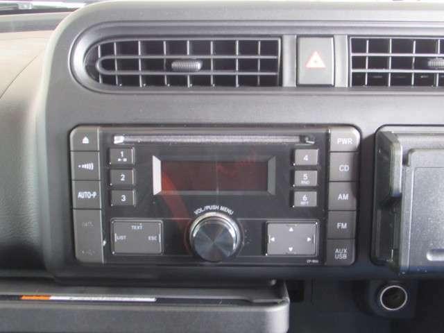ビジネスカーですが、CDで音楽やラジオで色々の情報を聴きながらのリラックスが必要ですよね。仕事の効率アップにつながるかも!