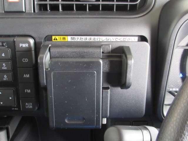 ビジネスに欠かせない携帯電話、ポケットに固定し充電出来ます。(運転中の携帯電話操作はしないで下さい。)