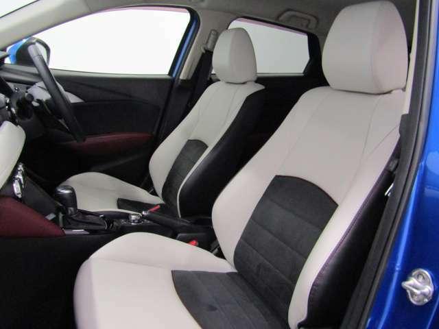 高級感漂うホワイトレザーシートは、まるでソファーの様な座り心地です!!シートヒーター機能付で寒い日もすぐに温まります!!