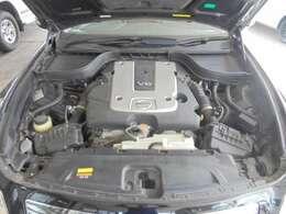 原動機の型式:VQ25。 2,500ccです。