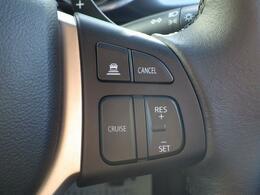 アダプティブクルーズコントロールを装備しています。ペダル操作なしで 設定速度を保ちます。先行車がいる場合には、追従します。