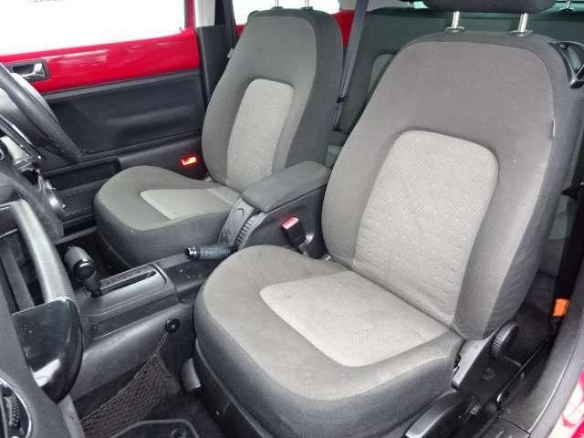 座り心地良好なシートです!これなら長時間の運転でも疲れることなく快適にお乗り頂けます!