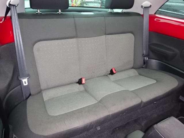 セカンドシートもシッカリしてますので、長時間のドライブも疲れませんよ♪足元もゆとりがあります☆