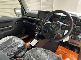 今回紹介させていただく車両は、R3ジムニーです。グレードはXCです。こちらの車両は届け出済み未使用車です。