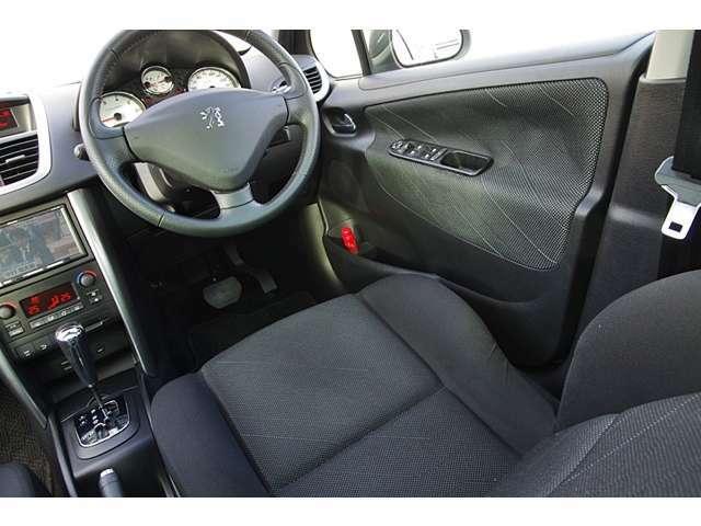 ドライバーズシートもシミや汚れなく気持ち良くお乗り頂けrと思います。