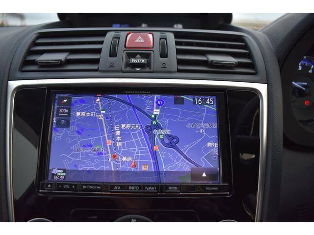 現在地周囲の情報や渋滞情報、目的地へのルートなどスマートなドライブに欠かせないアイテムです。