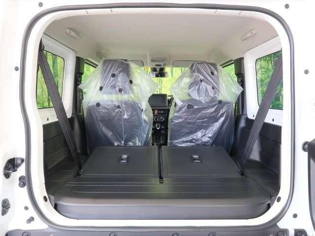 リア席のシートアレンジで大きな荷物を乗せることも可能です★