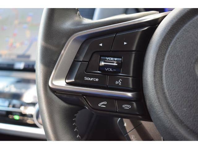 オーディオの調整はステアリング左側のスイッチからでも可能です。