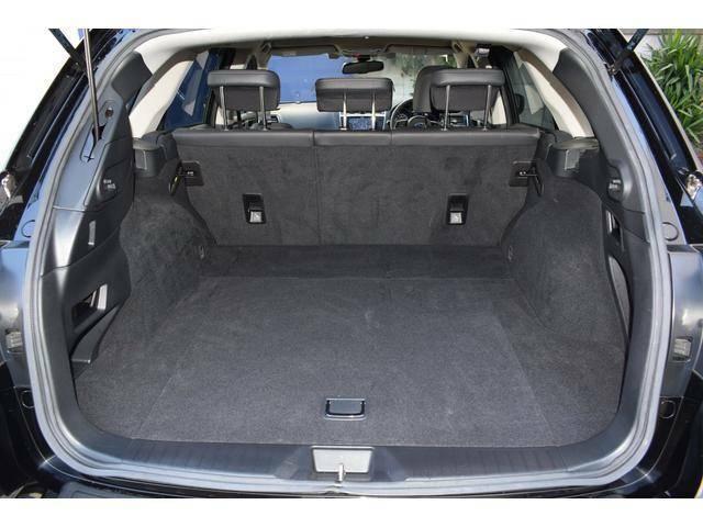 開口部が広くお荷物の積み下ろしがしやすいカーゴルーム。