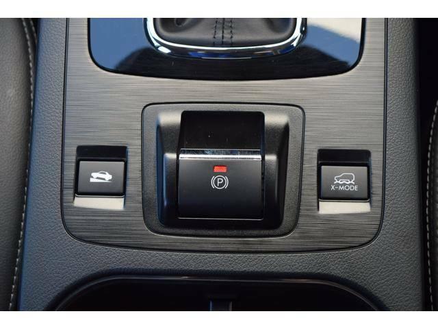 サイドブレーキには電動パーキングブレーキを採用。