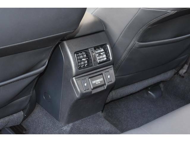 後部座席にもエアコン&シートヒーターがございます。