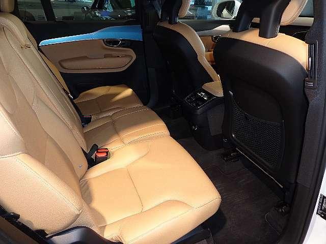 2列目シートは、シート調整も可能ですので、リラックスしたドライブを楽しんで頂けます。