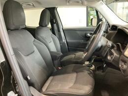 内装シートはクッション性の高いファブリックシートを採用しております。