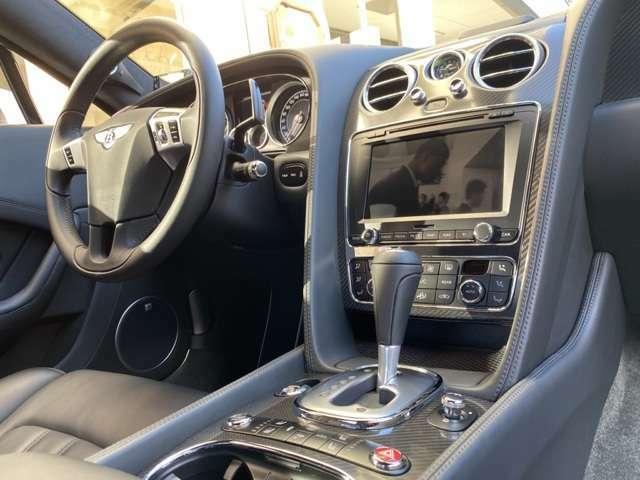 特注JBLのツイーター◎4LのV8ツインTモデルは今やコンチGTでは人気!造りの良い総革張り内装は芸術的でベントレー独特の匂い◎メッキを施したスイッチ類やシートヒータースイッチ配置は後期デザイン!