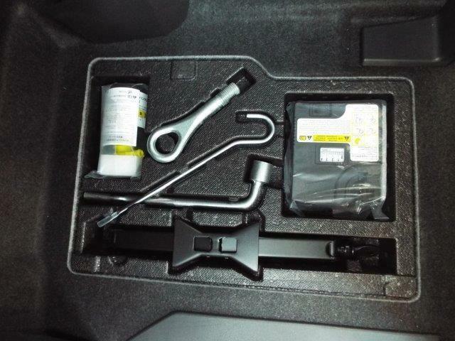 パンク時にも安心のパンク修理キッド付き!車載工具もついています!