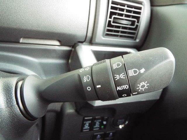 外の明るさに応じて自動でライトの点灯・消灯をしてくれるオートライト付き!