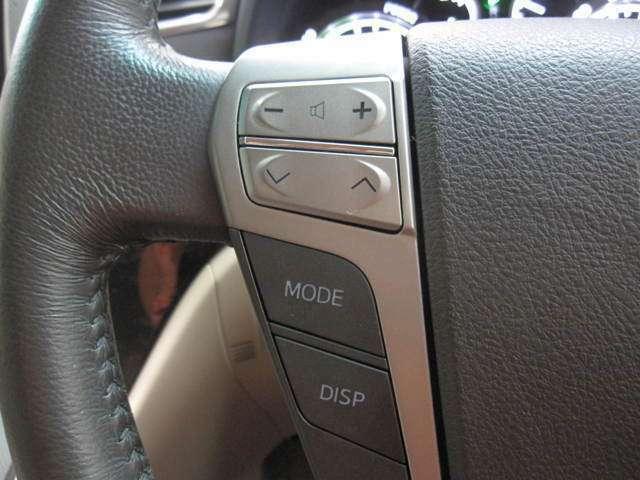 ステアリングにはオーディオなどが手元で操作できるスイッチが装備です