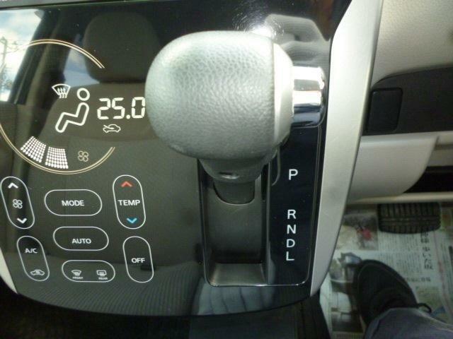 インパネ式オートマですので、操作が簡単で運転もラクラクです。