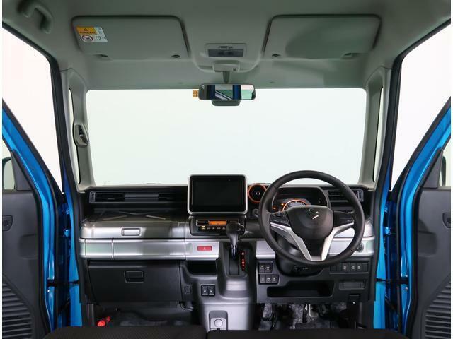 広々とした運転席で視界も良好です。
