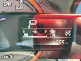 走行は4,396km。メーター内のインフォメーションディスプレーは燃費計やシフト位置などなど、色んな情報を提供致します。