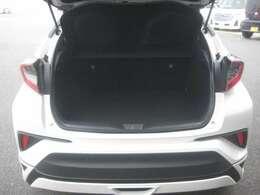 お車を見られる際には是非エンジンルームもチェックしてみてください!その仕上がりに驚かれるはずです!!