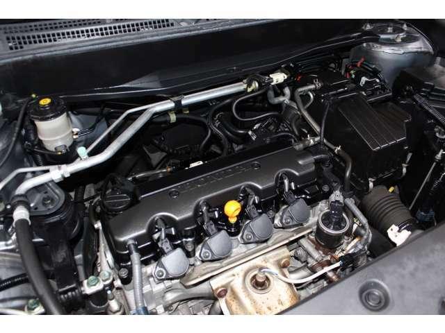 タイミングチェーン仕様の綺麗なエンジンルームです。ご納車前には工場で点検してお渡し致します。