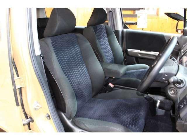 運転席・助手席も綺麗な状態です。