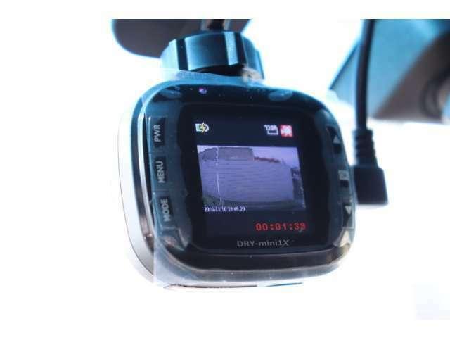 社外ドライブレコーダーを装備。いざという時に、現場で映像の確認ができます。