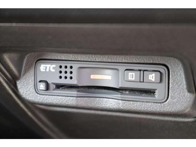 ETC車載器はコンパクトに格納されております。料金所も楽々通過♪