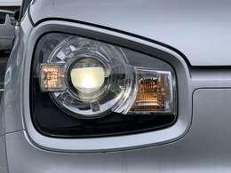 ディスチャージヘッドランプ装備なので夜間のドライブも明るく照らしてくれて視界良好です☆