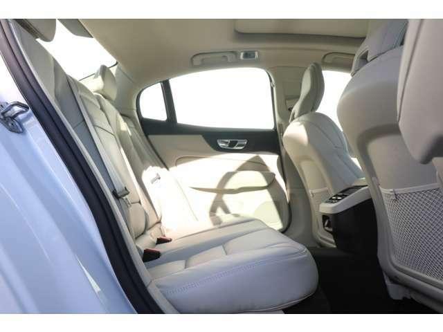 IC(インフレータブルカーテン)-頭部側面衝撃吸収エアバッグ、プリテンショナー/シートベルトリマインダー付シートベルト(全5席、フロント:高さ調整機構付)ISO FIXアタッチメント(リア左右2席)