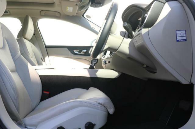 リラクゼーション機能、デュアルモード・エアバッグ(運転席/助手席)SIPS(側面衝撃吸収システム)/ROPS(横転保護システム)WHIPS(後部衝撃吸収リクライニング機構付フロントシート)