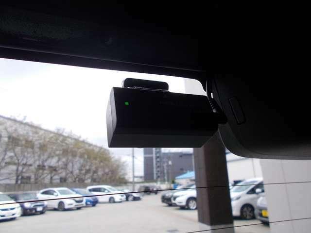 【リアドライブレコーダー】後方からのあおり運転や、万が一の事故にあった場合でも、ドライブレコーダーがその瞬間の映像を記録しています!事故だけでなく、楽しいお出かけの風景なども録画してくれていますよ♪
