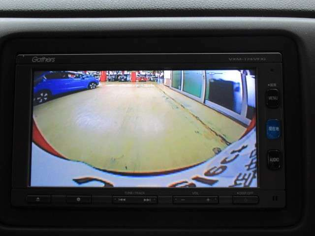 リアカメラ装備!目視では確認できない車のすぐ後ろの様子が分かるので、より安心してバック駐車できます!